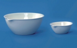 LLG-Porcelain evaporating dishes with spout, flat bottom, medium form